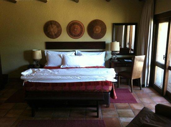 Kapama River Lodge: Cama de casal enorme