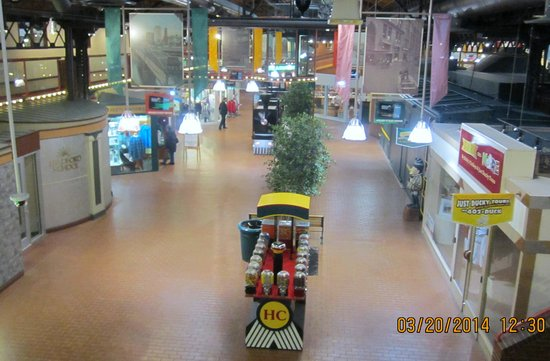 Station Square: Interior of Staion Square shops area