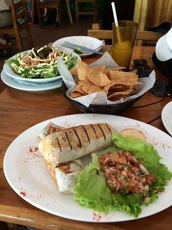 Marlin Restaurant: burrito, nachos