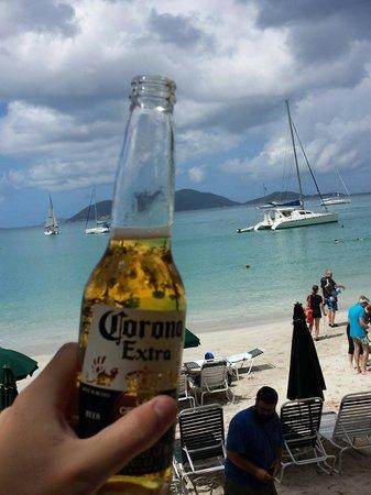 Cane Garden Bay: Tomando uma cerveja!!