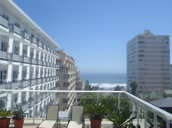 Protea Hotel by Marriott Cape Town Sea Point : Vista da área da piscina