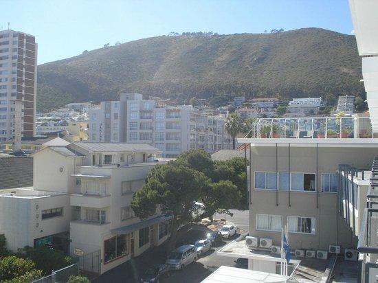 Protea Hotel by Marriott Cape Town Sea Point: Vista da área da piscina