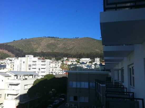 Protea Hotel by Marriott Cape Town Sea Point: Vista da varanda do quarto