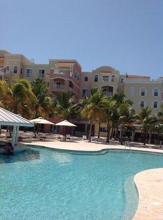 Blue Haven Resort : pool area and Resort