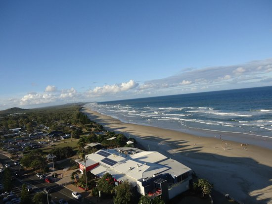 Coolum Caprice Luxury Holiday Apartments : Watching the rolling surf