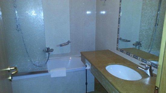 Hotel Bigallo: banheiro