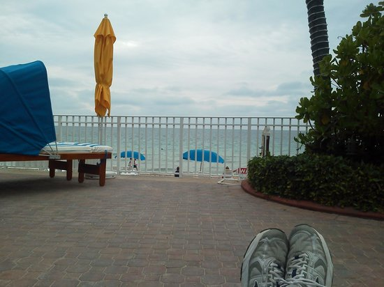 Ocean Sky Hotel & Resort: view from chairs next to the pool