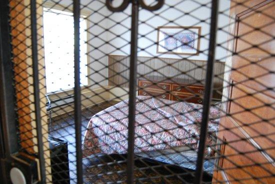 Melbourne International Hotel & Hostel: A bedroom
