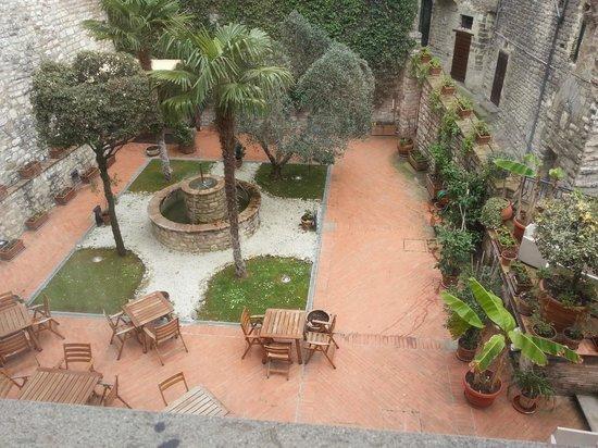 Relais Ducale Hotel: Bellissimo giardino interno.