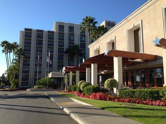 Knott's Berry Farm Hotel: Belo e confortávem hotel