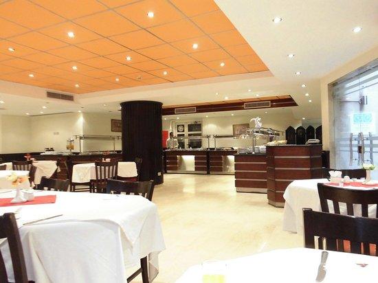 Gawharet Al Ahram Hotel: 地下のレストランMAGI PYRAMIDS(朝食会場)