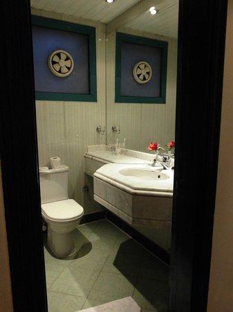 Gawharet Al Ahram Hotel : 客室内バスルーム