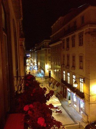 Home Lisbon Hostel: Uma das vistas na sacada da recepção