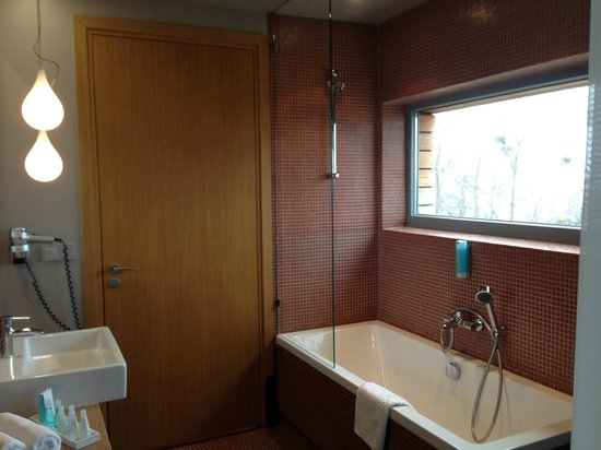 Mera Spa Hotel: Amazing Bathroom