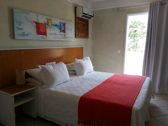 Atena Praia Hotel: Suite com hidromassagem frente à piscina