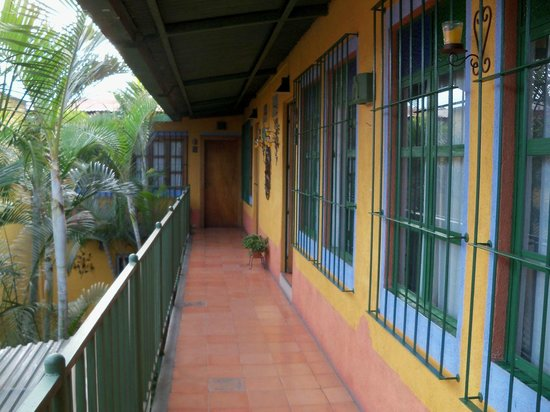 Posada Juma Ocag: 2nd floor Exterior Hallway