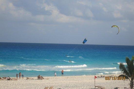 Sunset Royal Beach Resort: ocean beach area