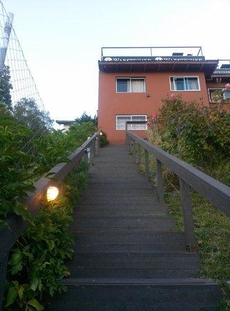 Hostel Inn Bariloche: Escalinatas de la entrada