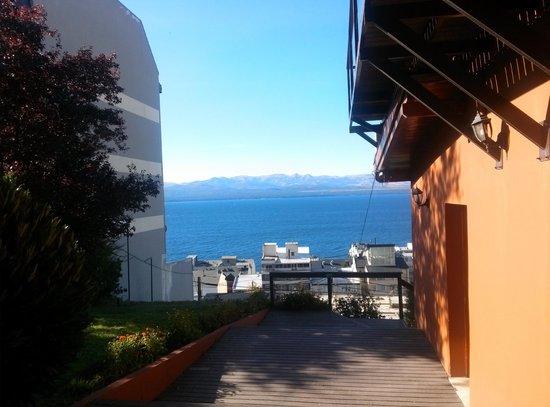Hostel Inn Bariloche: Descanso debajo del deck