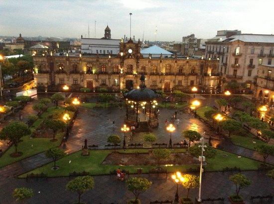 One Guadalajara Centro Històrico: vista plaza de armas desde habitacion