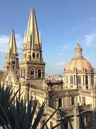 One Guadalajara Centro Historico: Vista terraza catedral