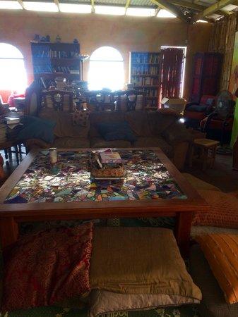 El Gato Negro: The common table
