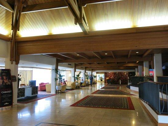 Millennium Hotel Rotorua: The reception and bar area