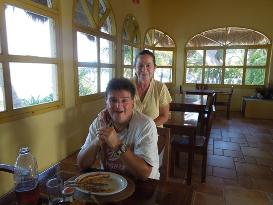 Balamku Inn on the Beach: Our wonderful hosts Manny and Theresa