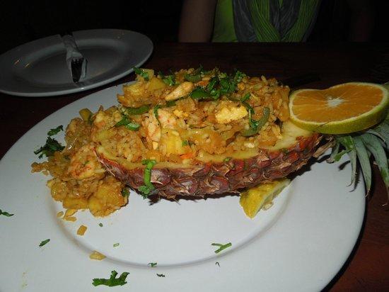 Maya Luna Restaurant: Stuffed pineapple