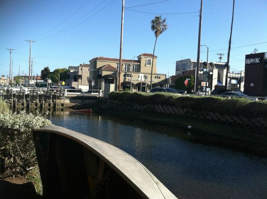 Venice Canals Walkway: Looking south towards Washinton Blvd.