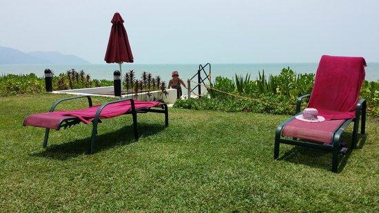 PARKROYAL Penang Resort, Malaysia: Absolute Beach front