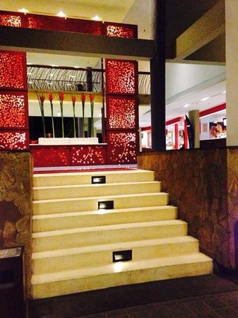 All Seasons Legian Bali: hotel entrance at night