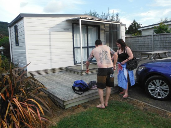 Hot Water Beach TOP 10 Holiday Park : Family Cabin