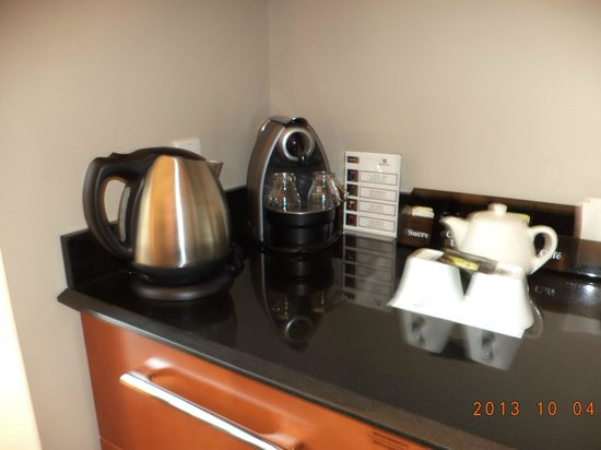 Hotel Le Crystal : The espresso machine & thermos for hot water.