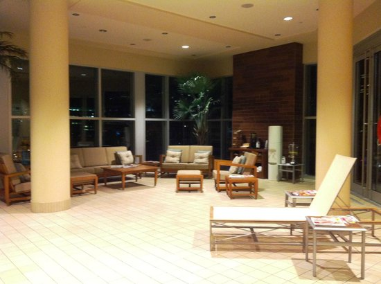 Hotel Le Crystal : The lounge area by the pool.
