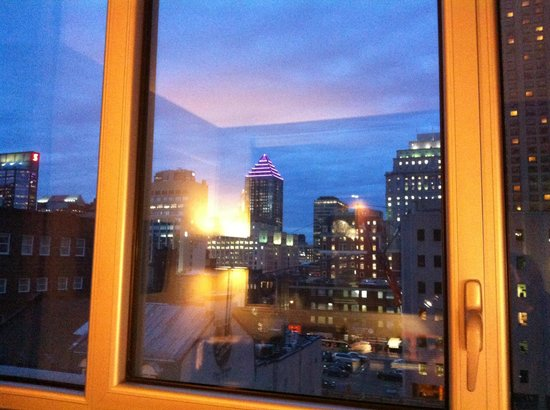 Hotel Le Crystal : The view of Montreal's skyline from our room.