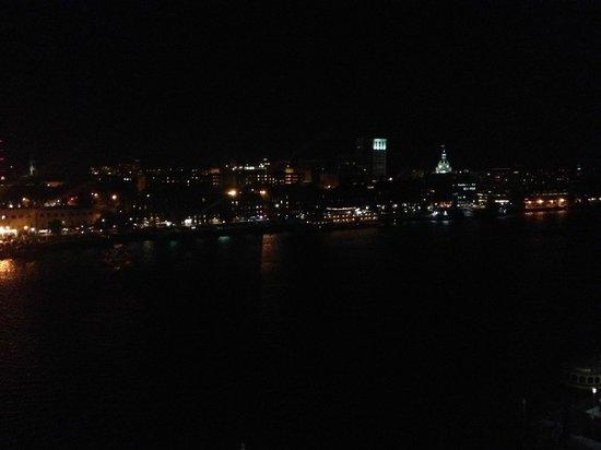Westin Savannah Harbor Golf Resort & Spa: Night view from riverfront room