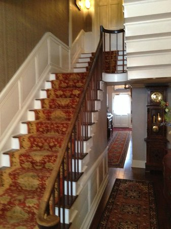 Inn by the Bandstand: Front Hall/Stairway