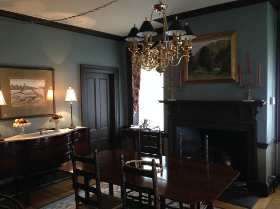 Inn by the Bandstand: Dining Room