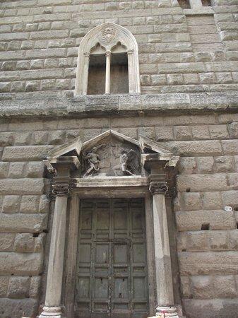Foro di Augusto: Fachada externa do Fórum de Augusto (Fundos) visto da Via Tor de Conti