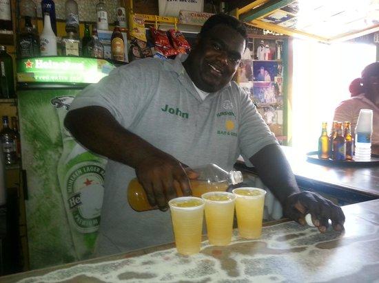 Sunshine's Beach Lounge : Our man John in action, making killer Killer Bees!