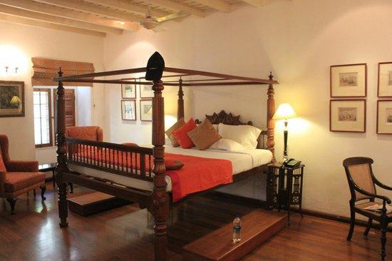 Neemrana's Le Colonial: Four poster bed
