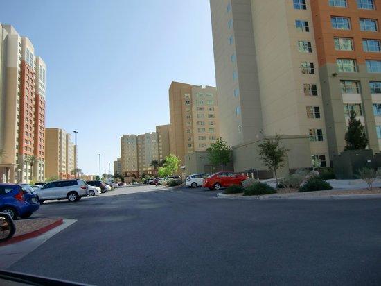 The Grandview at Las Vegas: grounds/buildings