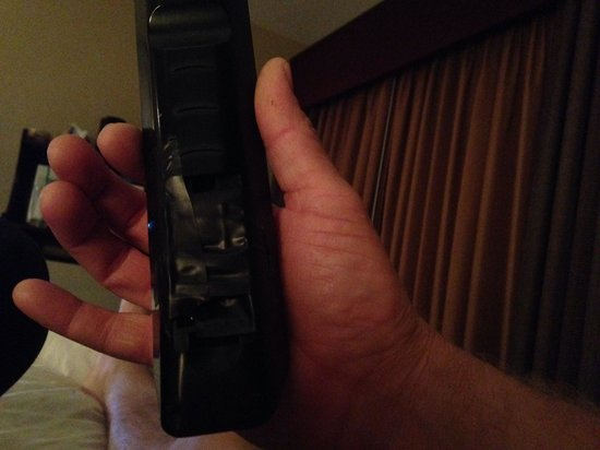 La Quinta Inn Pigeon Forge Dollywood: Really? A taped remote