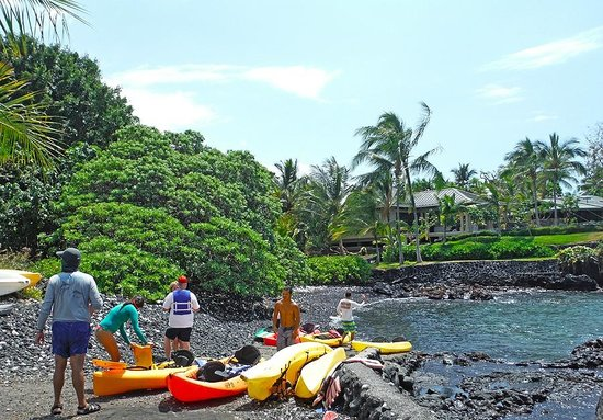 Hawaii Pack and Paddle Day Tours: Launching our kayaks takes just a few minutes...