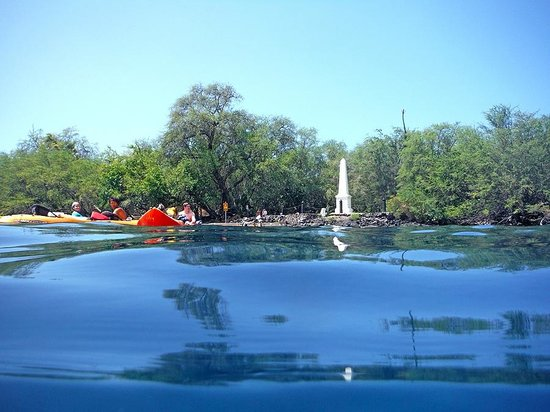 Hawaii Pack and Paddle Day Tours: Captain Cook Monument