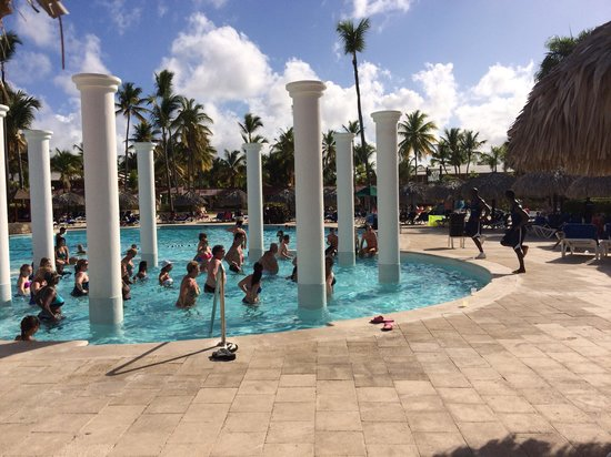 Grand Palladium Punta Cana Resort & Spa : People of Palladium aerobics class