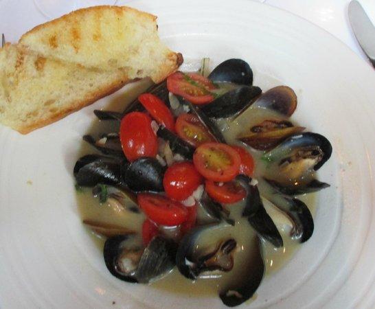 Magnolias: Prince Edward Island Mussels in Wine-garlic Broth