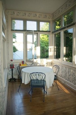 Bayside Bed and Breakfast: The Sunroom off the Living Room Common Area