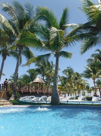 Hotel Barcelo Maya Beach : Pool